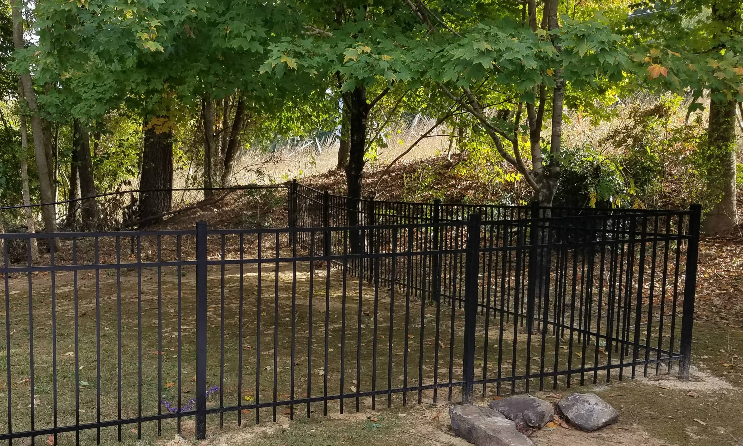 4 Ft height Flat Top Aluminum Fence with 3 rails.jpg