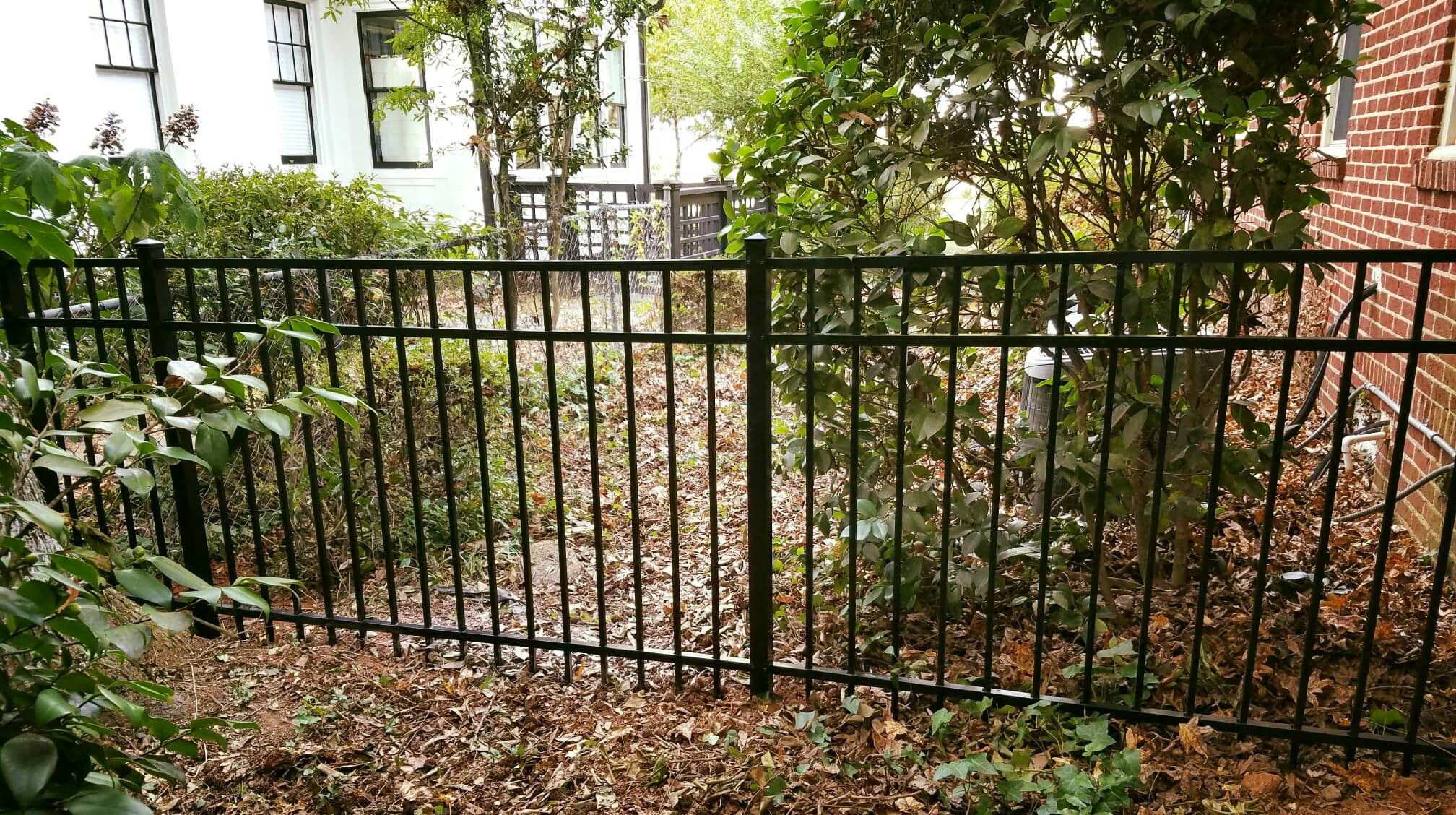 Flat Top Aluminum Fence with 3 rails.jpg